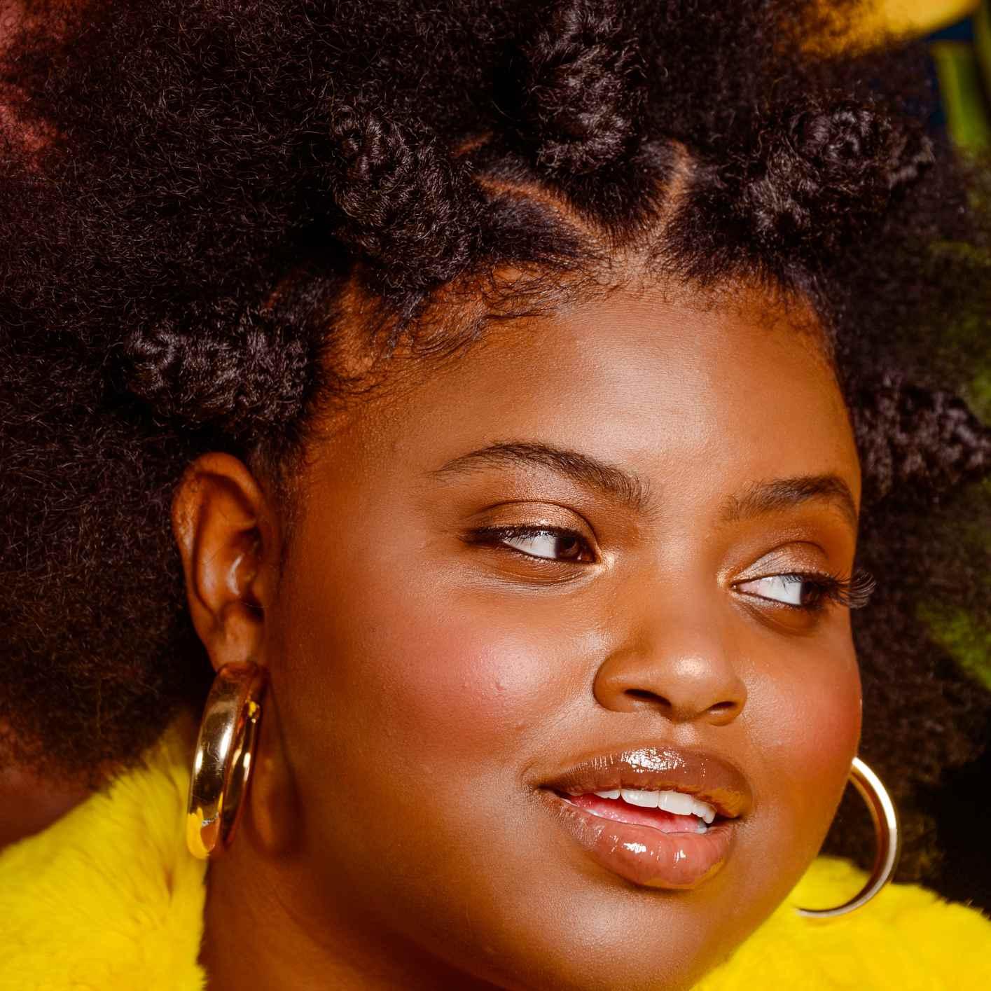 Woman wearing hair in bantu knots
