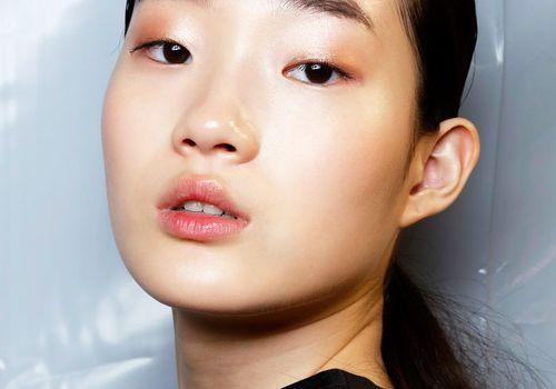 model in rose gold makeup