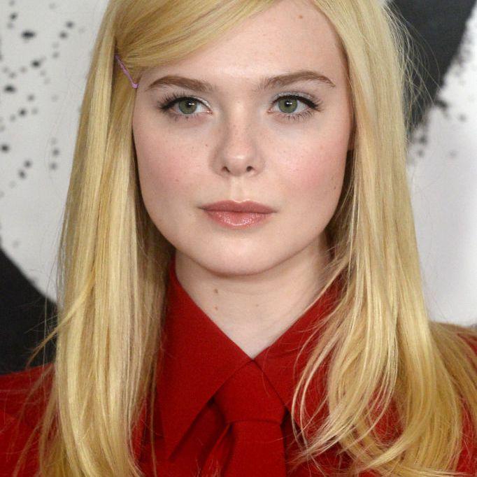 Elle Fanning long blonde retro hairstyle
