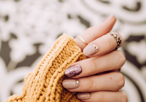 Nails with yellow sweater