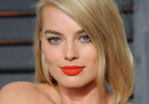 Margot Robbie in matt lipstick