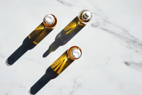 non-comedogenic oil vials on marble counter top