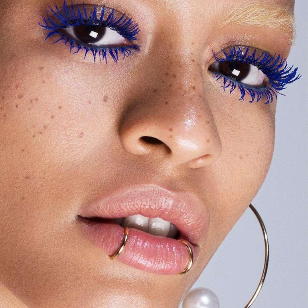 blue mascara makeup look