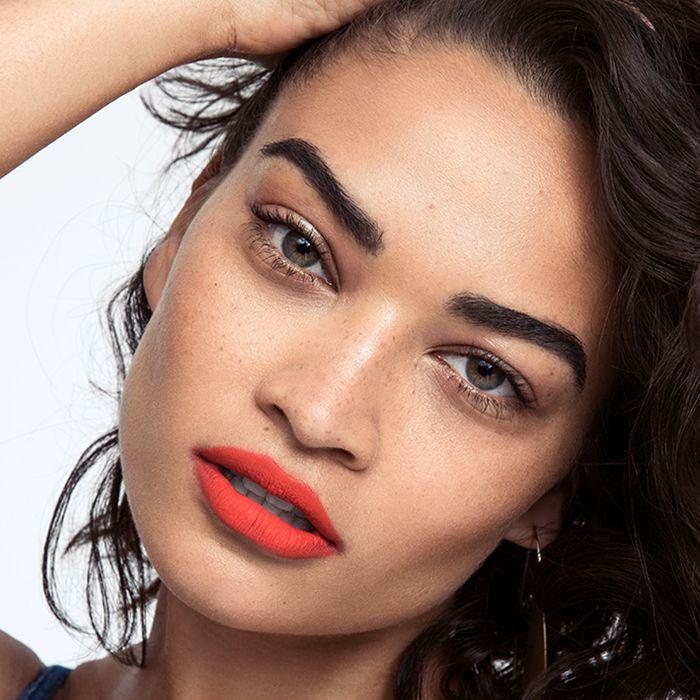 Shanina Shaik light makeup and red lipstick