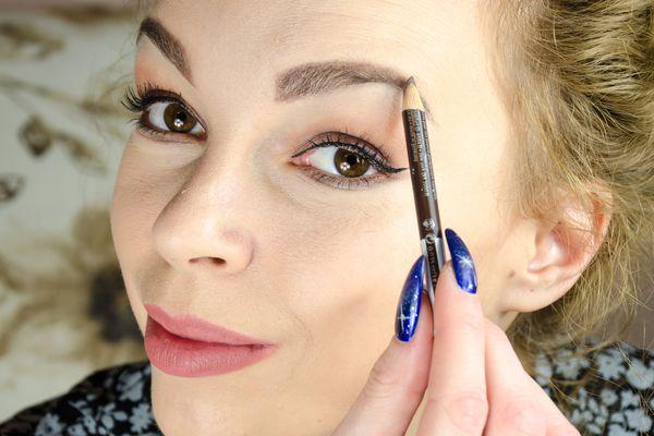 woman penciling eyebrows