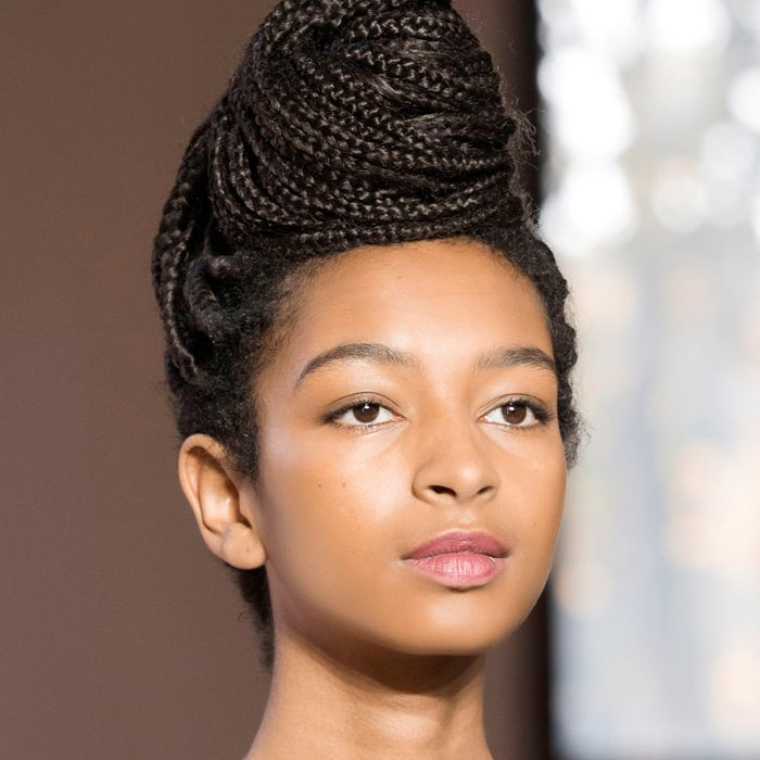 Wedding Hairstyle Simple: 9 Chic And Simple Hairstyles For Wedding Guests
