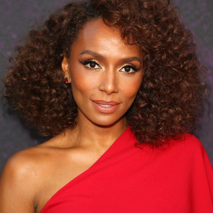 Janet Mock curly, natural bob