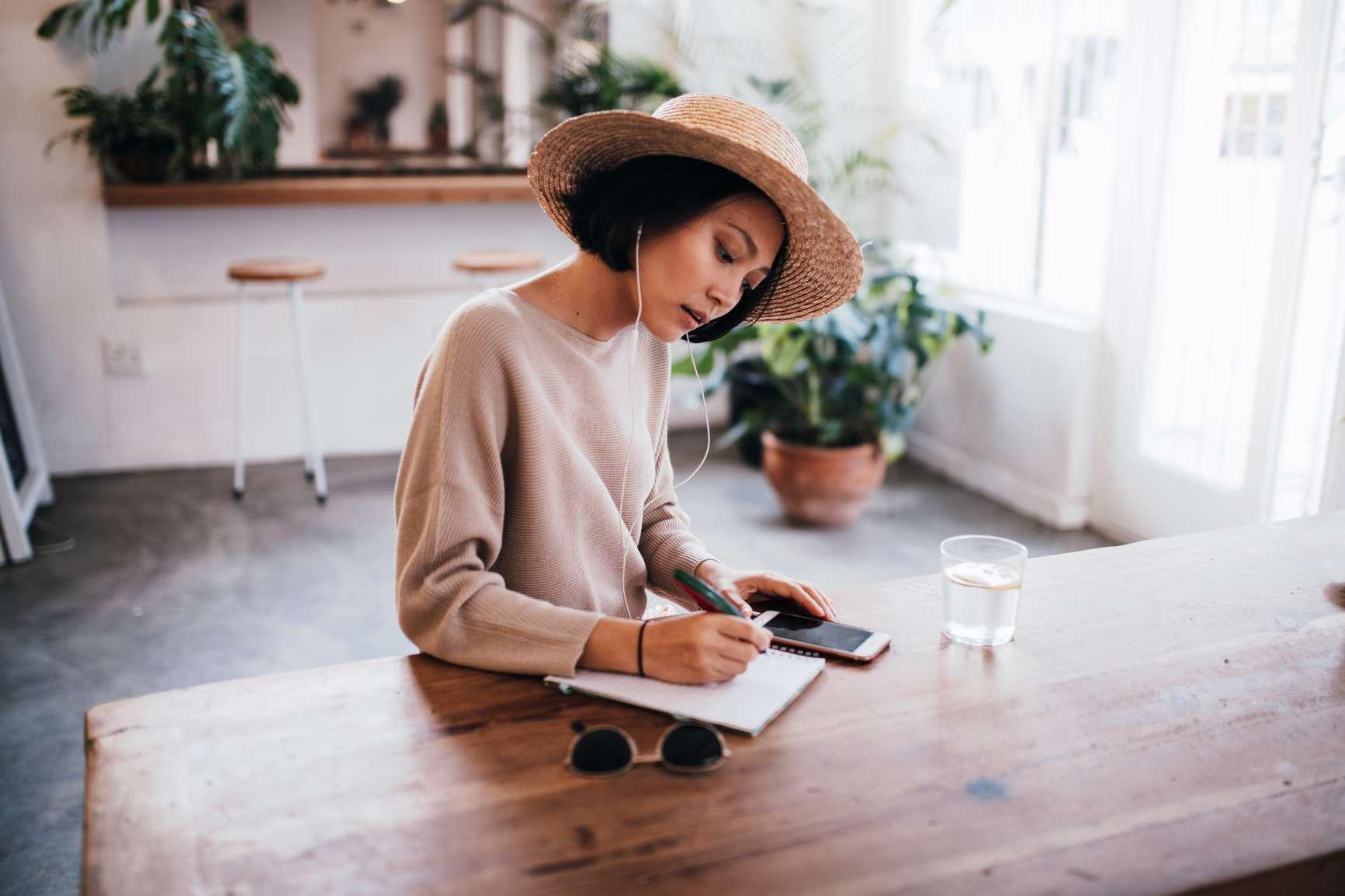 woman journalin