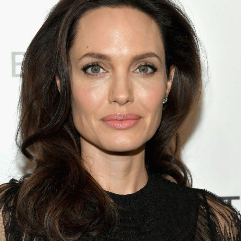 Angelina Jolie medium-waves