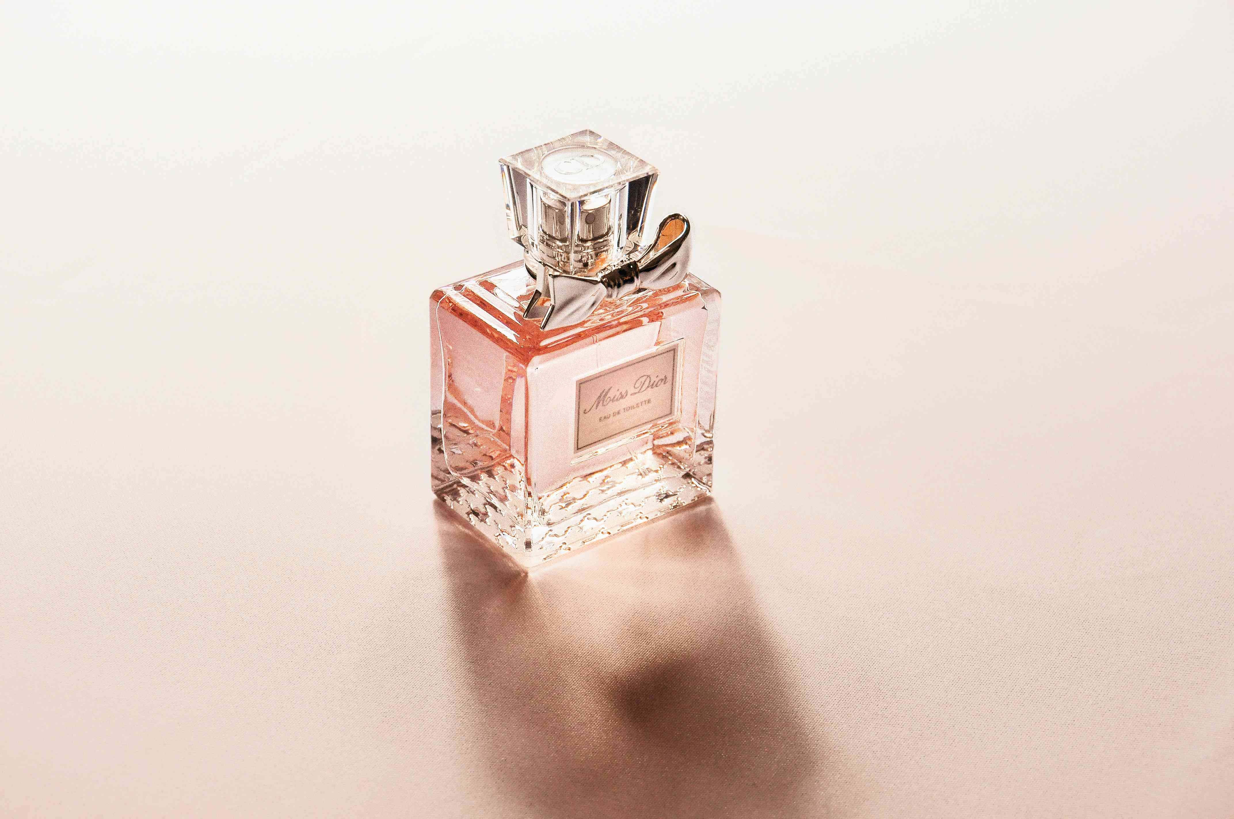 How Long Does Perfume Last? - How to Make Perfume Last Longer