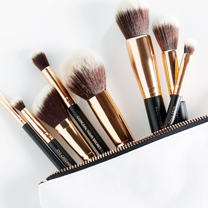 How to clean make-up brushes: picture of makeup brushes