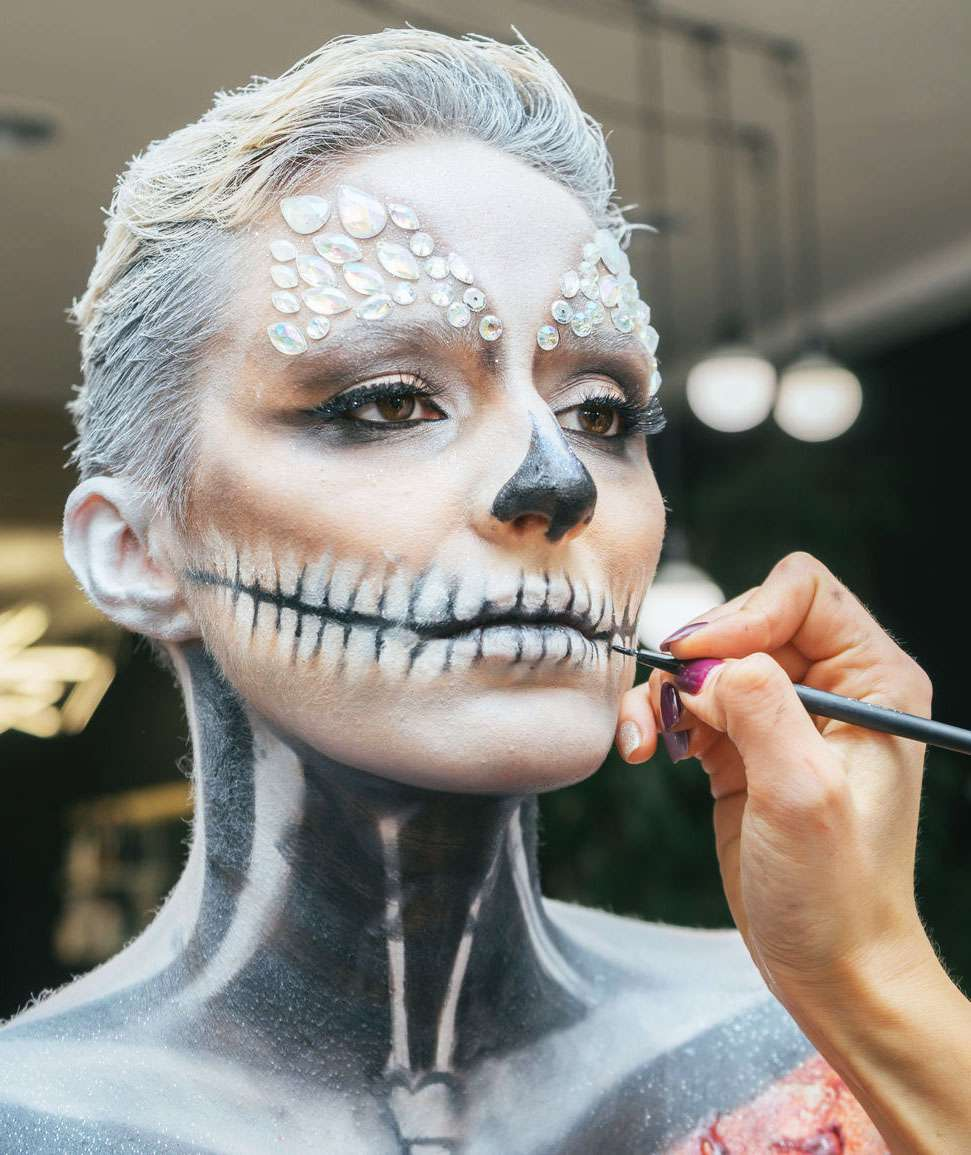 Scary Yet Pretty Halloween Makeup Looks To Wear This Year