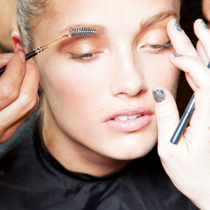 How to apply makeup like a makeup artist