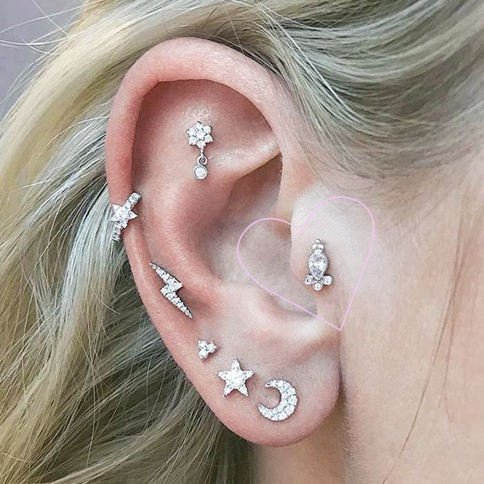 tragus piercing: Woman with a stud tragus piercing