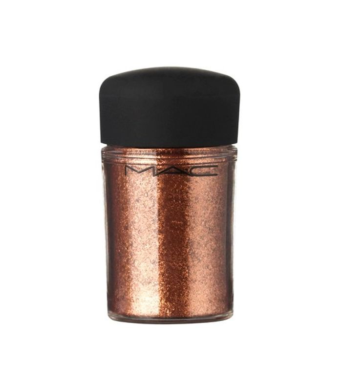how to apply copper eyeshadow: MAC pigment in copper