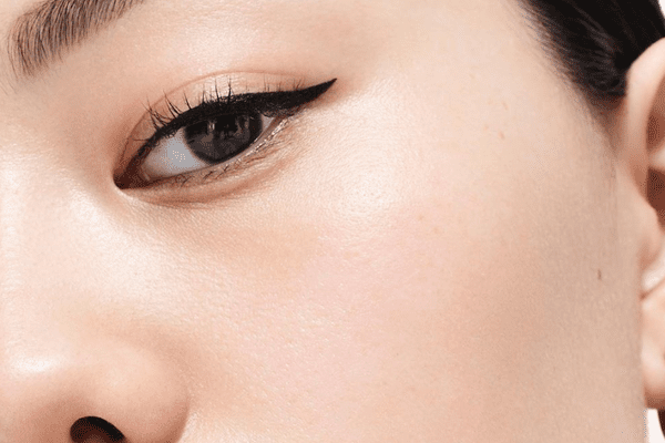woman wearing cat eye eyeliner