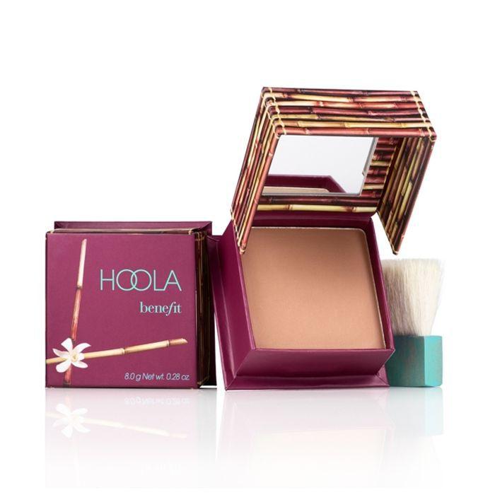 best bronzer: Benefit Cosmetics Hoola Bronzing Powder