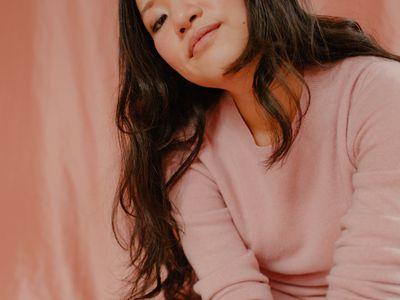 model wearing pink shirt