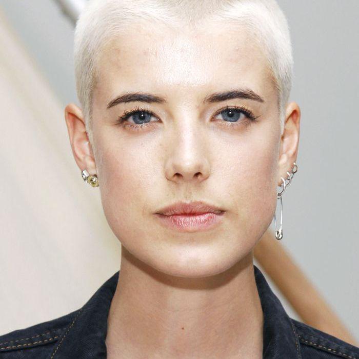 buzz-cut-women: Agyness Deyn with a peroxide blonde buzz cut