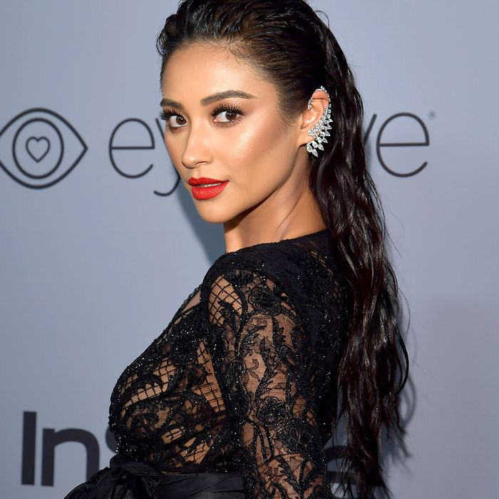 Easy curly hairstyles: the classic slick-back
