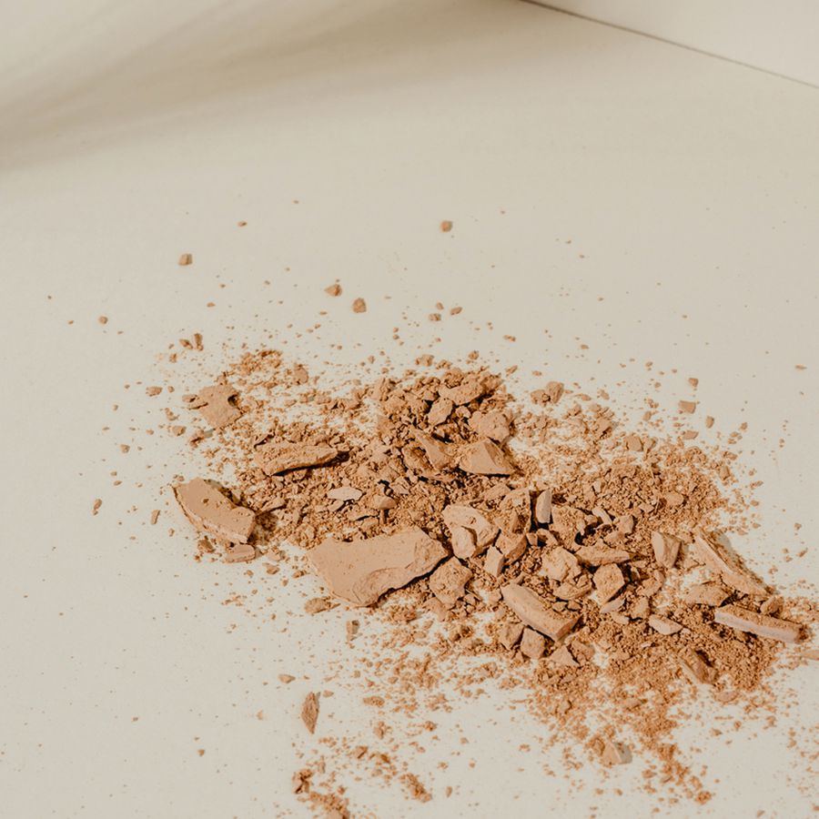 Setting Powder vs. Setting Spray: When to Use Each and How