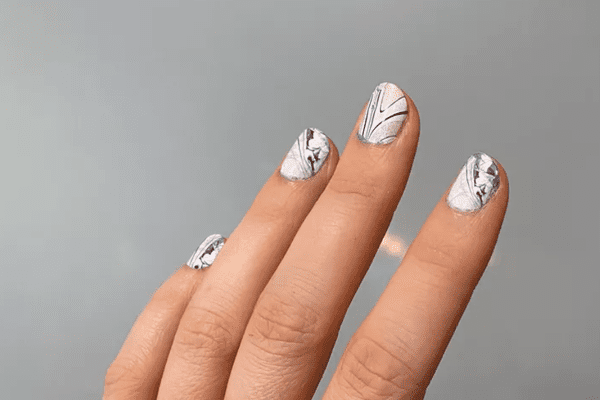 water marble nails manicure