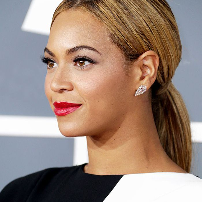 beyonce 2013 Grammy Awards red lips ponytail