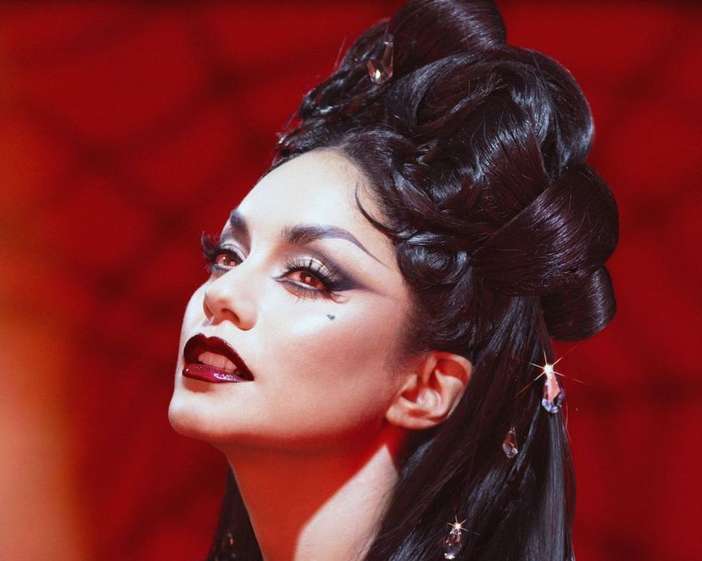 The 31 Best Celebrity Halloween Beauty Looks of All Time