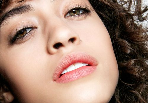curly hair model with mascara on