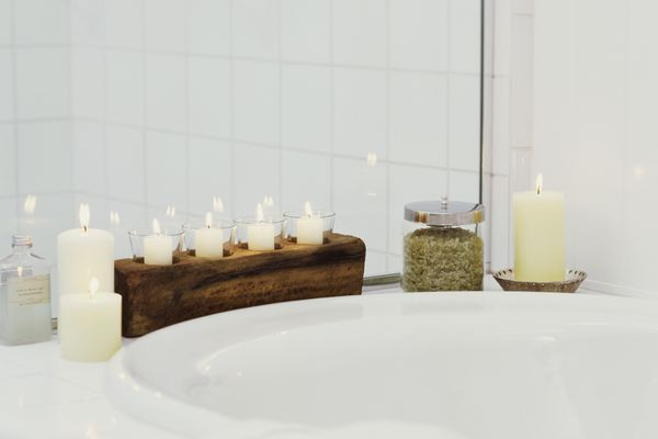 candles by tub