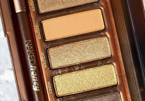 close up of urban decay honey palette
