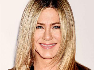 Jennifer Aniston straight medium-length hair
