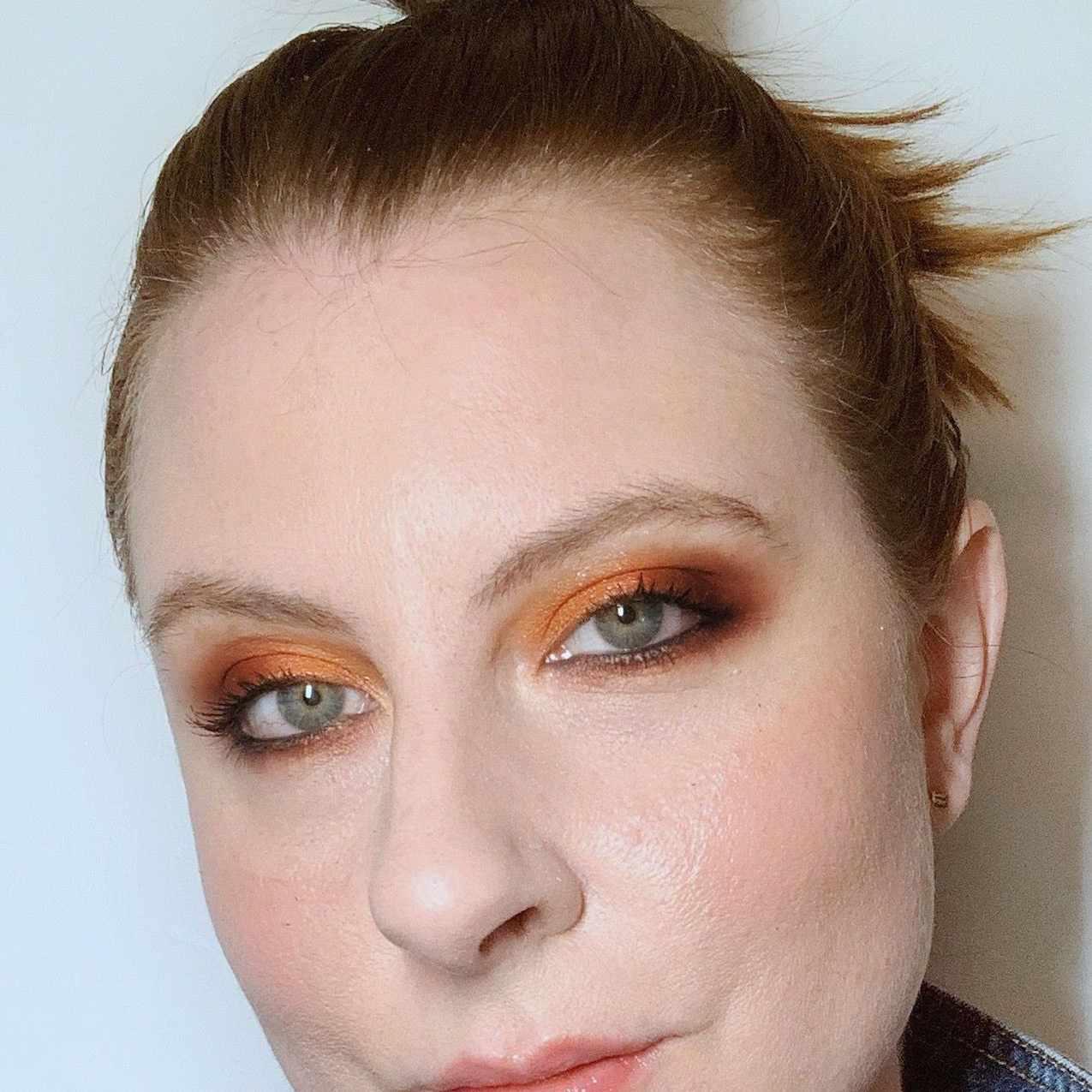 woman wearing smoky orange eye