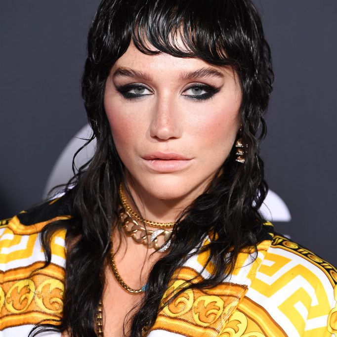 Kesha long, wet mullet