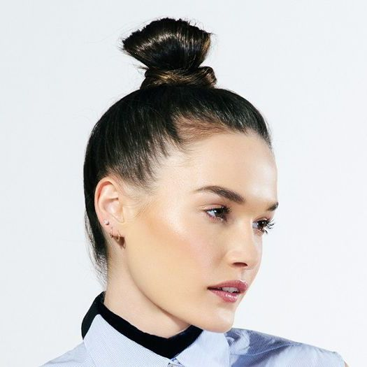 Tutorial How To Do The Kendall Jenner Topknot In 30 Seconds