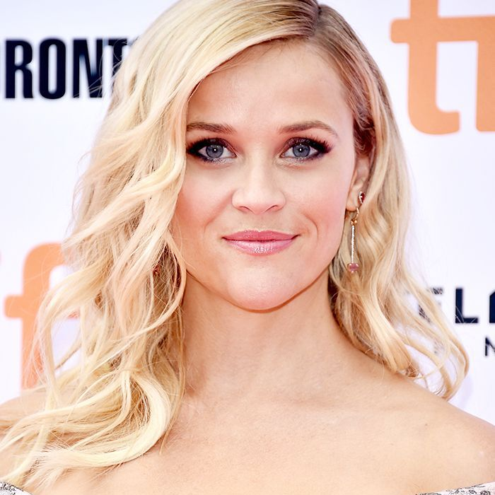 Reese Witherspoon long, layered wavy hair