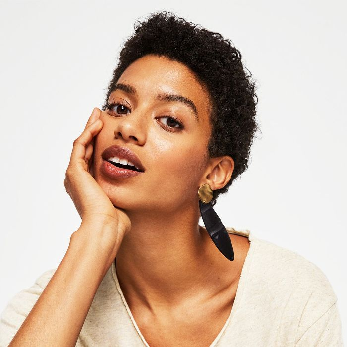 Best lipsticks: Woman with brown lipstick