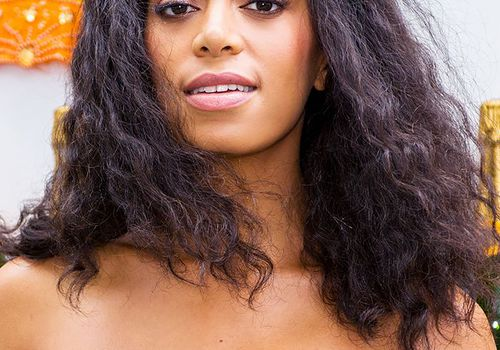 Solange Knowles mid-length natural wavy hair