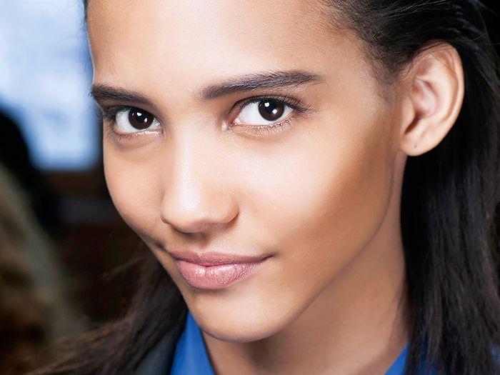 Model with good skin - at home facials