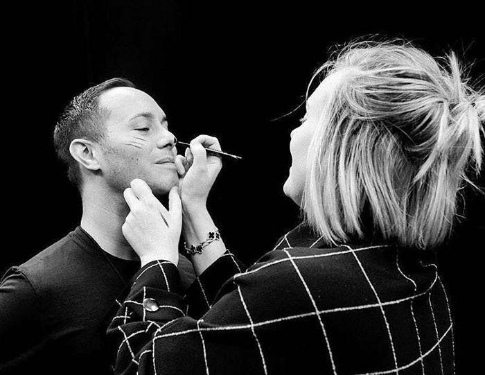 Adele doing Michael's makeup