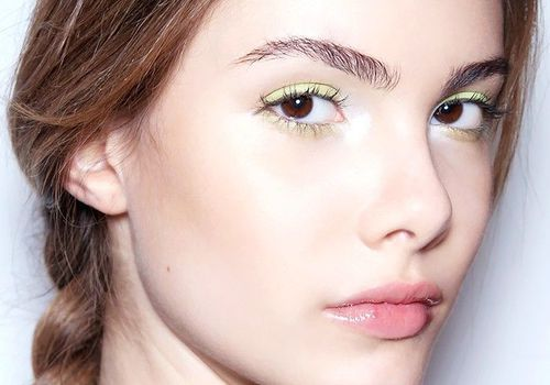 model with green eye makeup