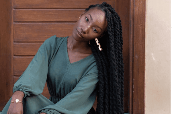 woman with senegalese twists