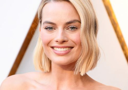 margot robbie oscars makeup and hair look natural