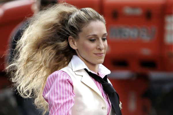 carrie bradshaw wearing mens suiting trend