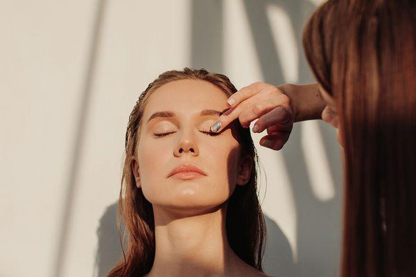 applying eyeshadow to a friend