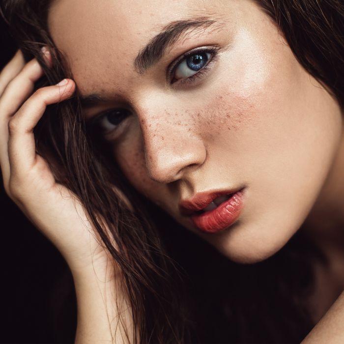 best highlighter powder: Woman with glowing cheekbones
