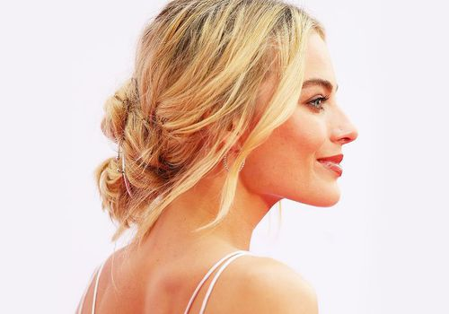 wavy low bun hairstyle on margot robbie