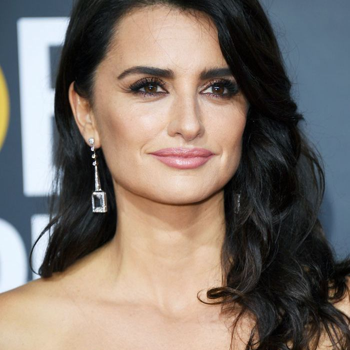 golden globes 2018 hair side partings: Penelope Cruz