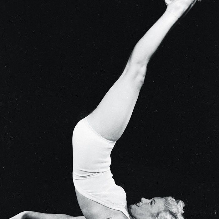 A woman from the 1930s–1940s doing a Glamour Girl Workout