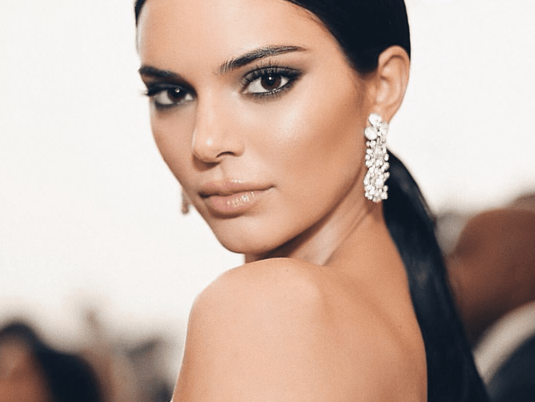 Kendall Jenner Co Created A Chic Teeth Whitening Pen With Moon